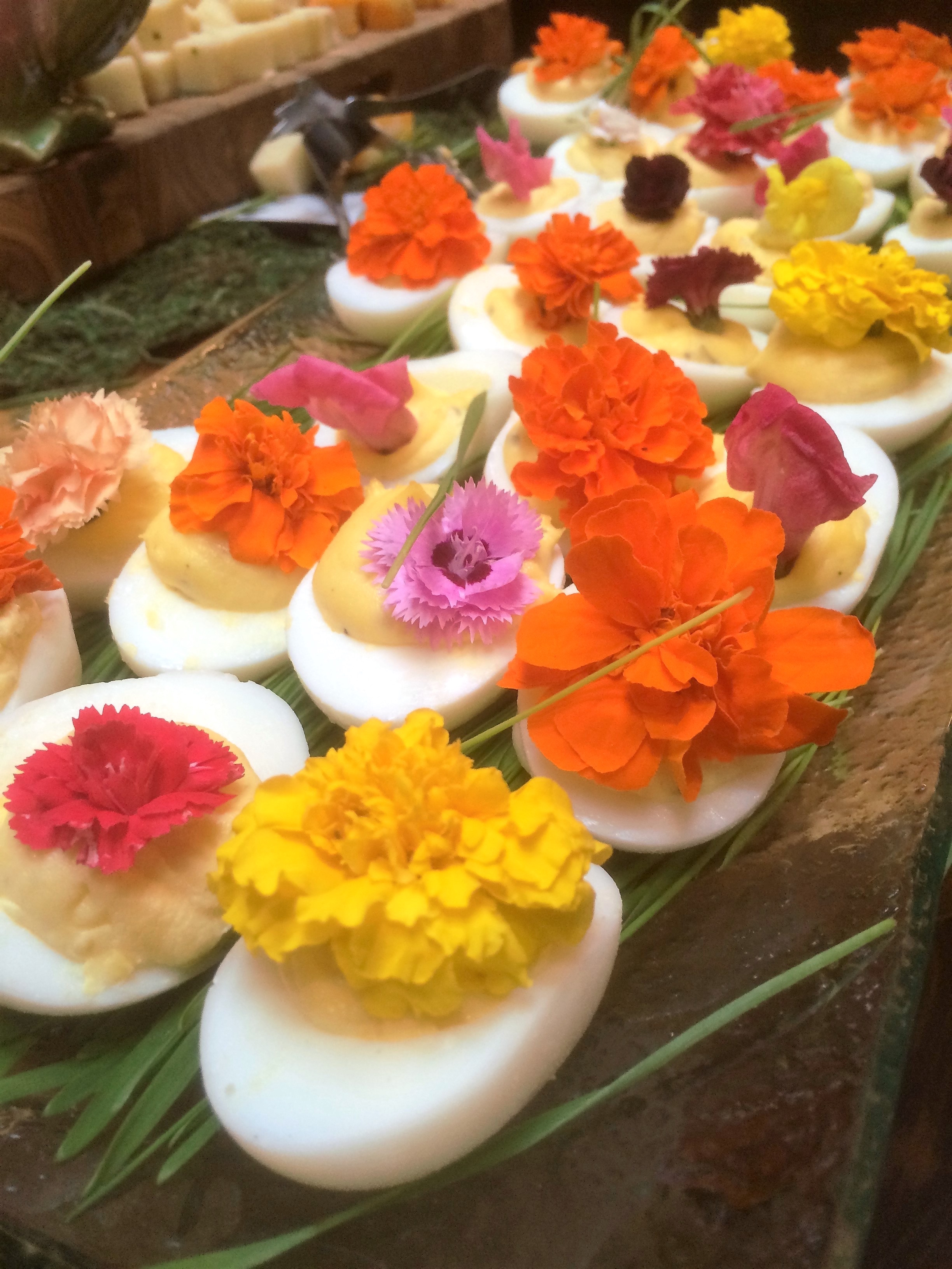 //rochestercaterer.com/wp-content/uploads/2015/04/Eggs-deviled-flowers1.jpeg